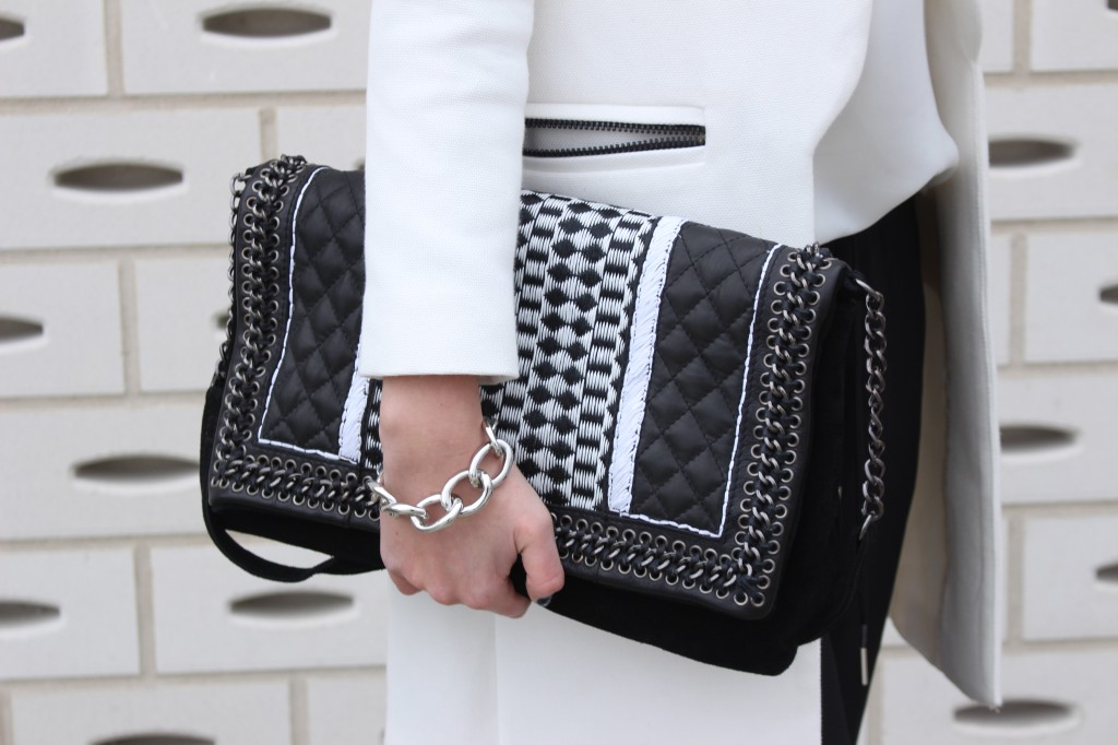 Ohh Black & White – Smoking pants call for contrast!