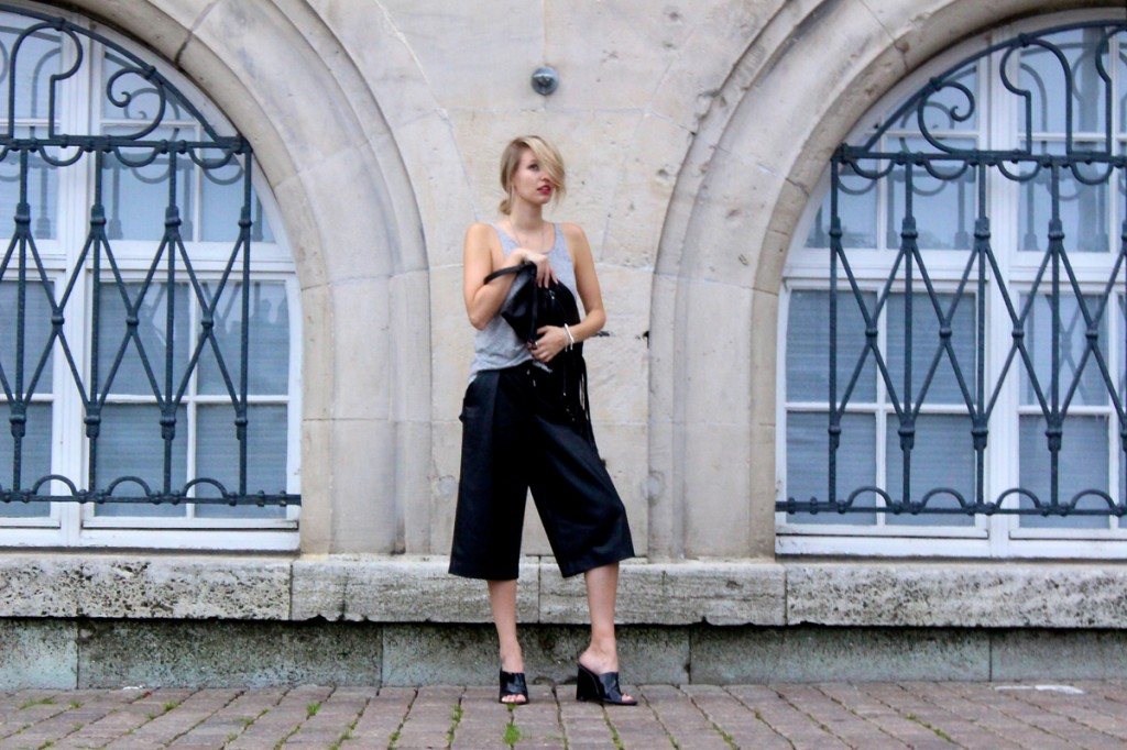 ohhcouture_leather_culottes_zara_mules_fringe_black_blogger