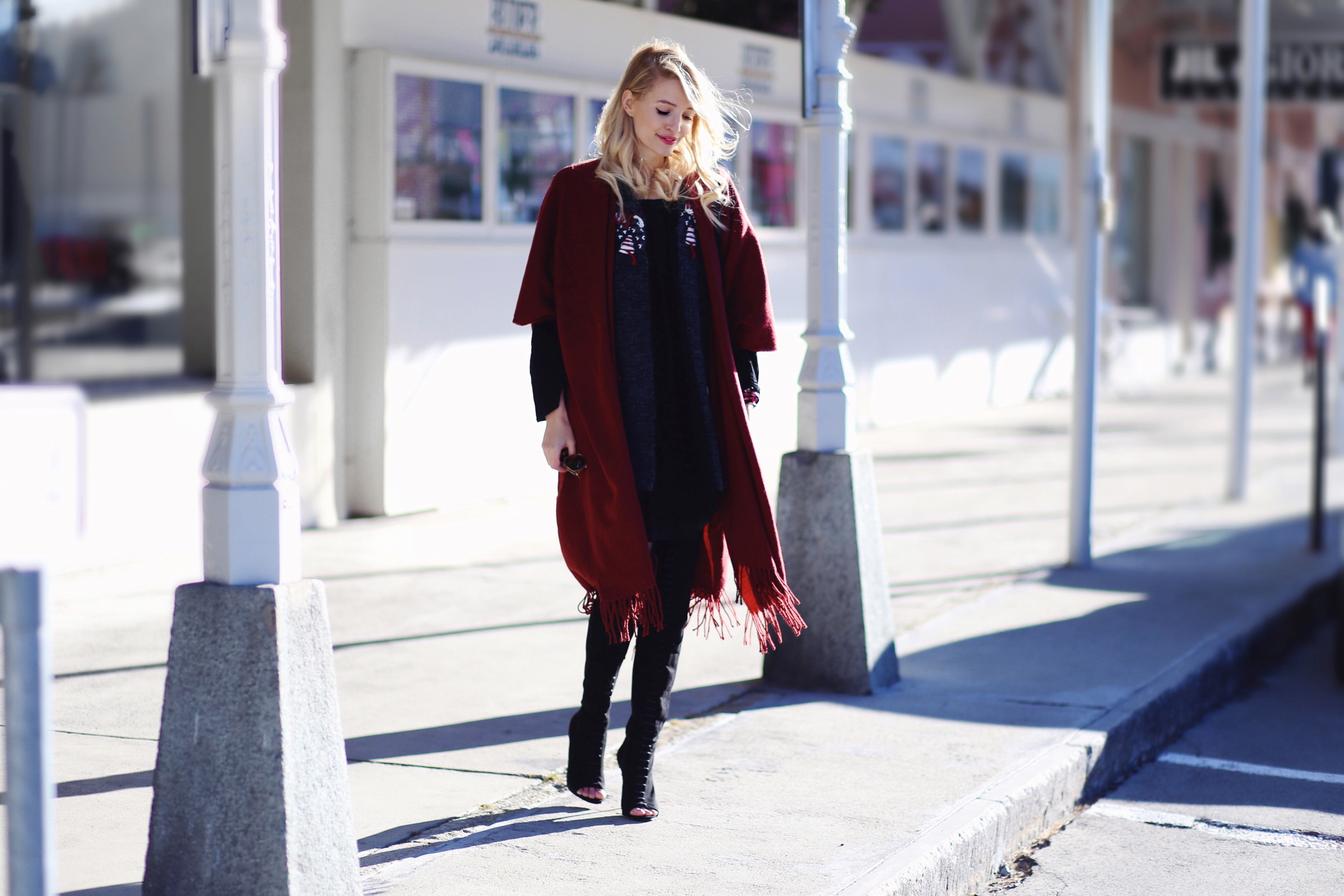 Red cape & Lace-up boots | St. Moritz