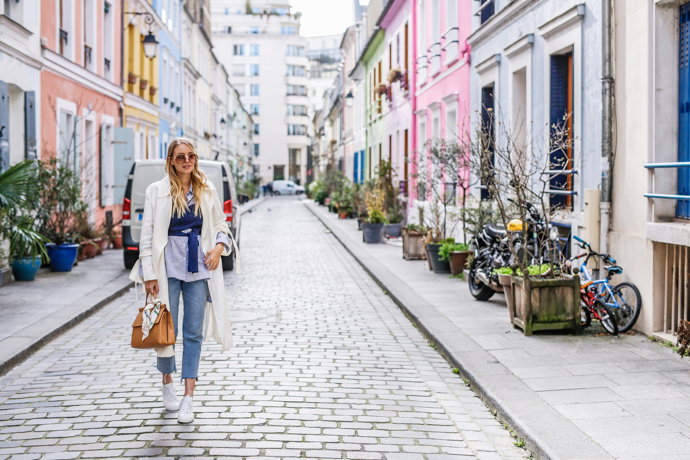 White trench & pastel colors | Paris